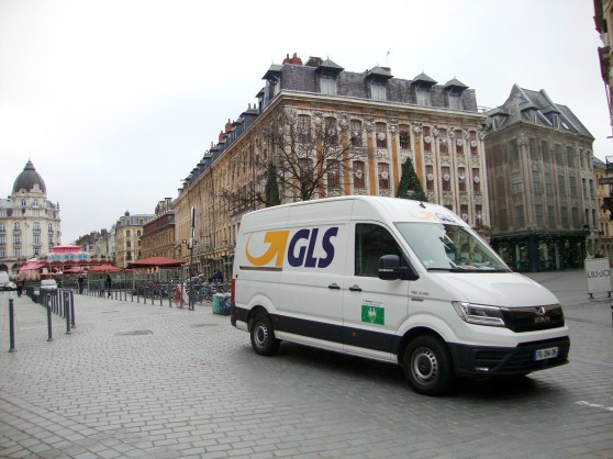 GLS testing sustainable delivery by e-van in Lille